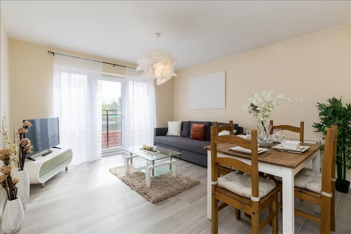 Spacious Two Bed Apartment With Parking