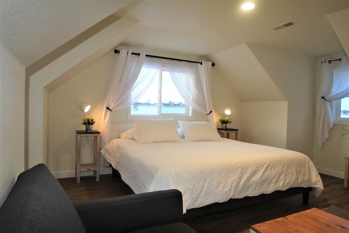 Newly Remodeled Studio Loft with Prairie Views