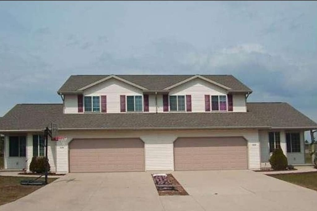 Luxury 3 Bedroom Townhouse Townhouses For Rent In Sheboygan Wisconsin United States
