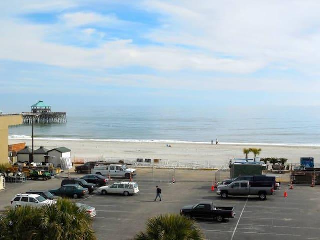 Folly Beach Condo w/ Ocean View - Фоли-Бич