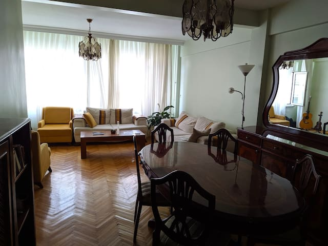 Spacious Osmanbey Apartment (metro 2 minutes away)