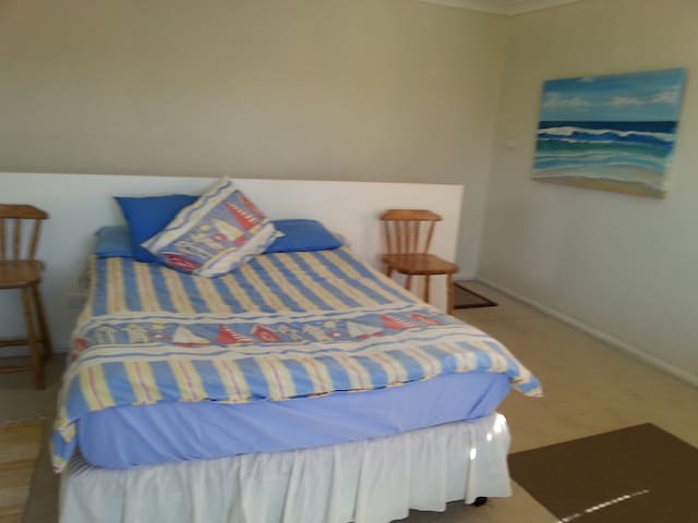 First floor studio - Ettalong Beach - Daire
