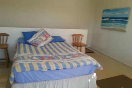 First floor studio - Ettalong Beach - Byt