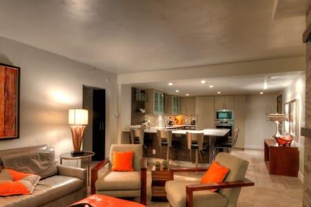 2B/2B Luxury Condo in Vail Village! - 아파트(콘도미니엄)