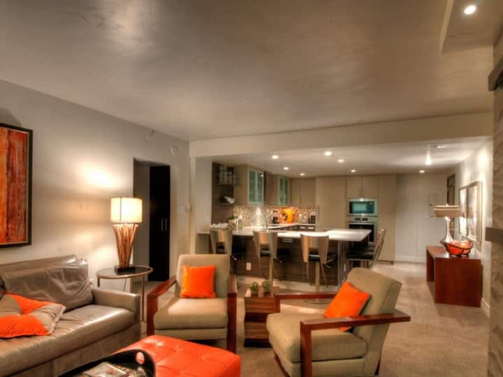 2B/2B Luxury Condo in Vail Village!