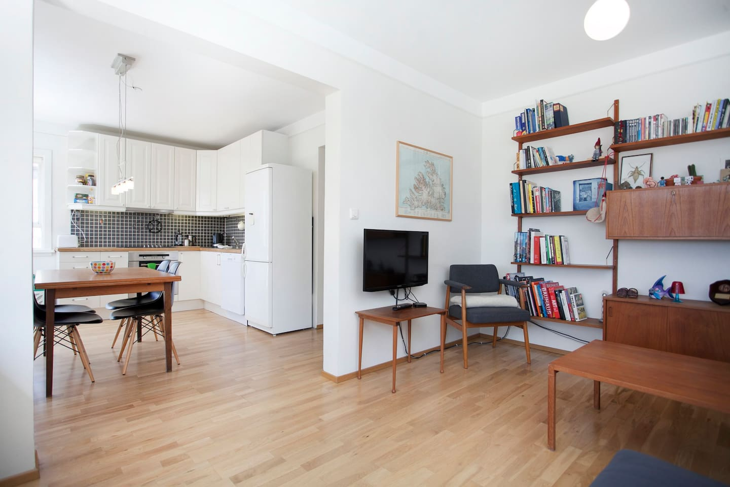 The living room is connected to the kitchen /dining room