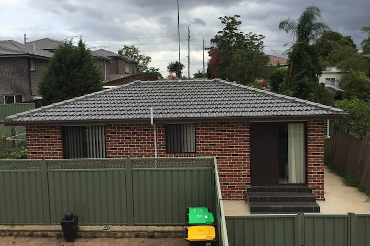 New Granny Flat 10 mins walk to Nepean Hospital