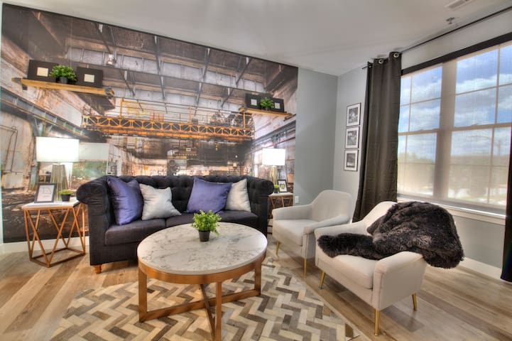 Urban Royalty at the Steelyard 1bed 210