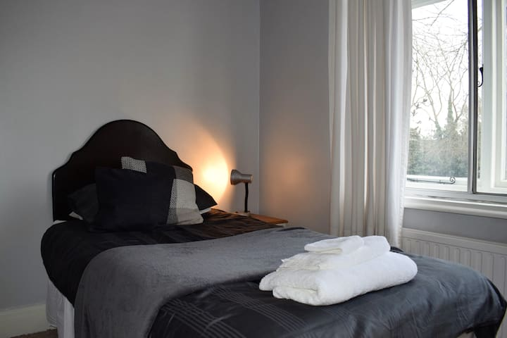 Single Room in Comfortable Town House in Banbury