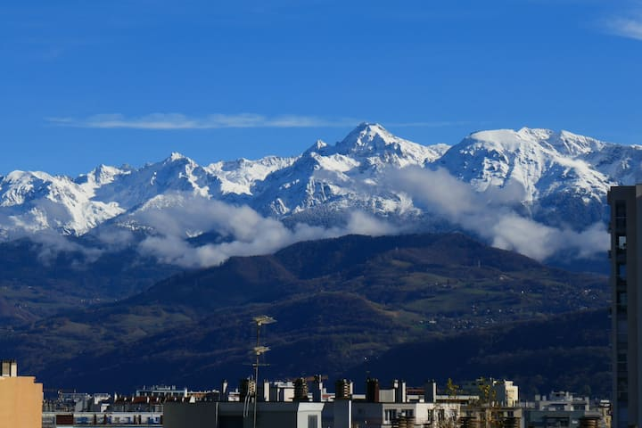 Central & Cosy, with view on the Alps
