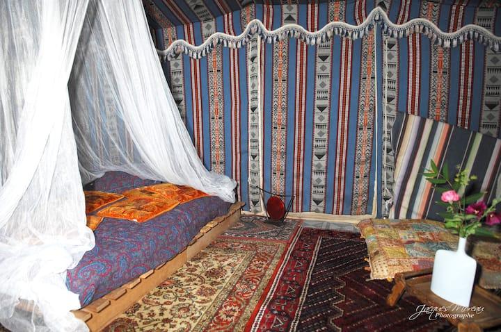 Tentes orientales sur le port de Marans