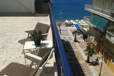 Top floor seaside apartment - Loutraki