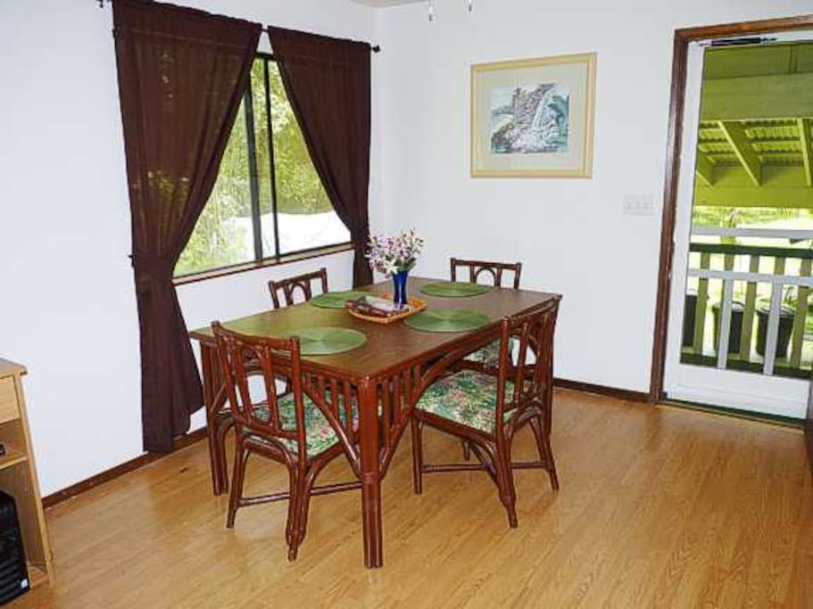 Dining room seats 4