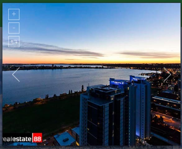Brand new listing, amazing views from 17th floor - East Perth - Pis