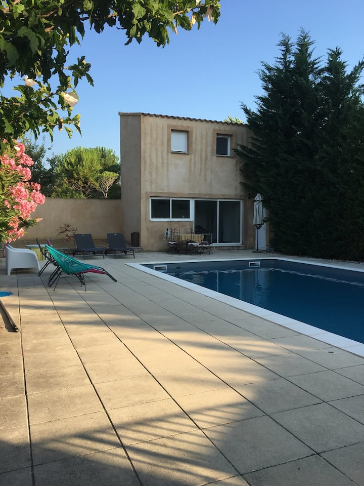 Pool house Maubec