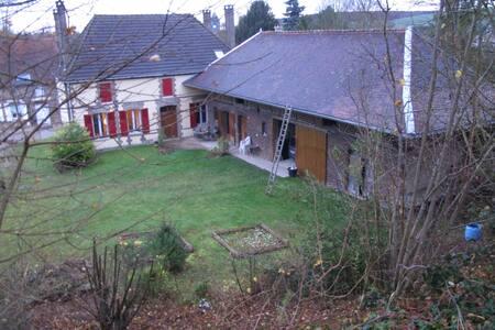 ancienne ferme rénovée - Vauchassis - Hus