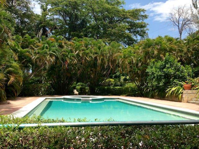 Stunning 3-Bedroom Villa - Walk to the beach! - Montego Bay - House