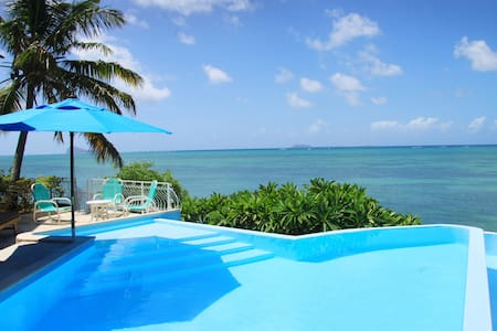 Villa pied dans l'eau - Grand Gaube