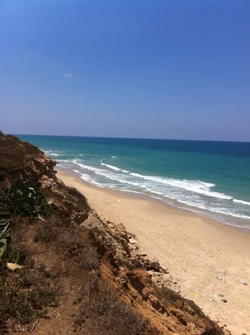 great beach front location - Beit Yanai - Talo