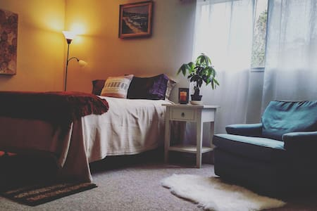 Cozy, Spacious Room--Walk to the beach! - Aptos - Haus
