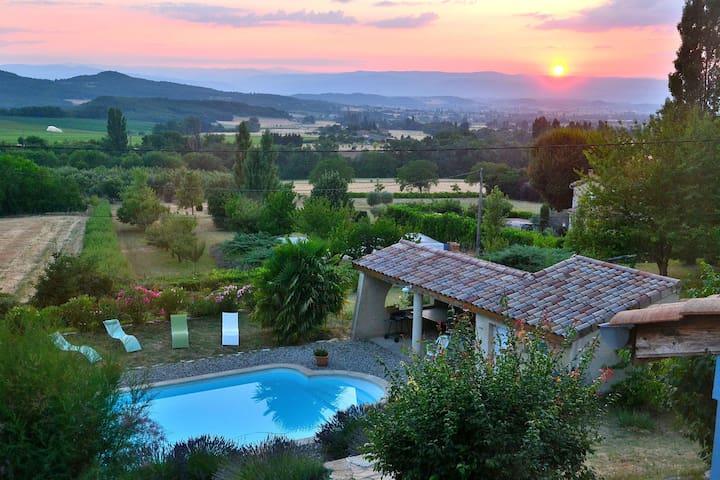 La maison rose adossée à la colline - Vaunaveys-la-Rochette - Rumah