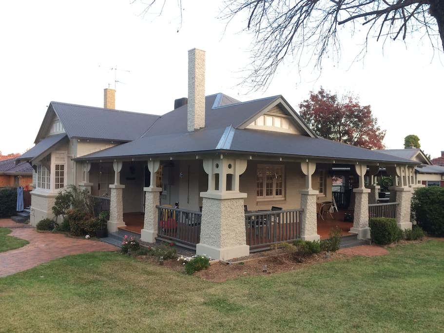 Five East Tamworth 5 bedroom federation house 4 blocks from town centre.