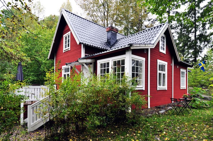 A lovely unique old house, only 15 km from Sthlm - Österhaninge