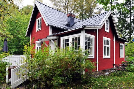 A lovely unique old house, only 15 km from Sthlm - Österhaninge - Rumah