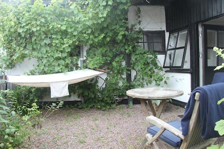 Charmerende anneks med egen indgang - Gilleleje - บ้าน