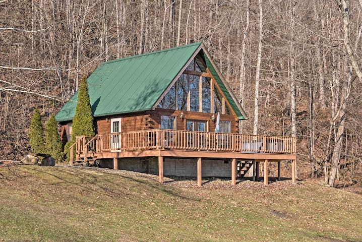 On the shores of the Ohio River, this home for 8 is an outdoorsman's paradise.