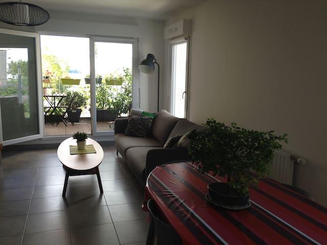 Joli appartement au bord du lac Bx et nouveau stad - Burdeos - Apto. en complejo residencial