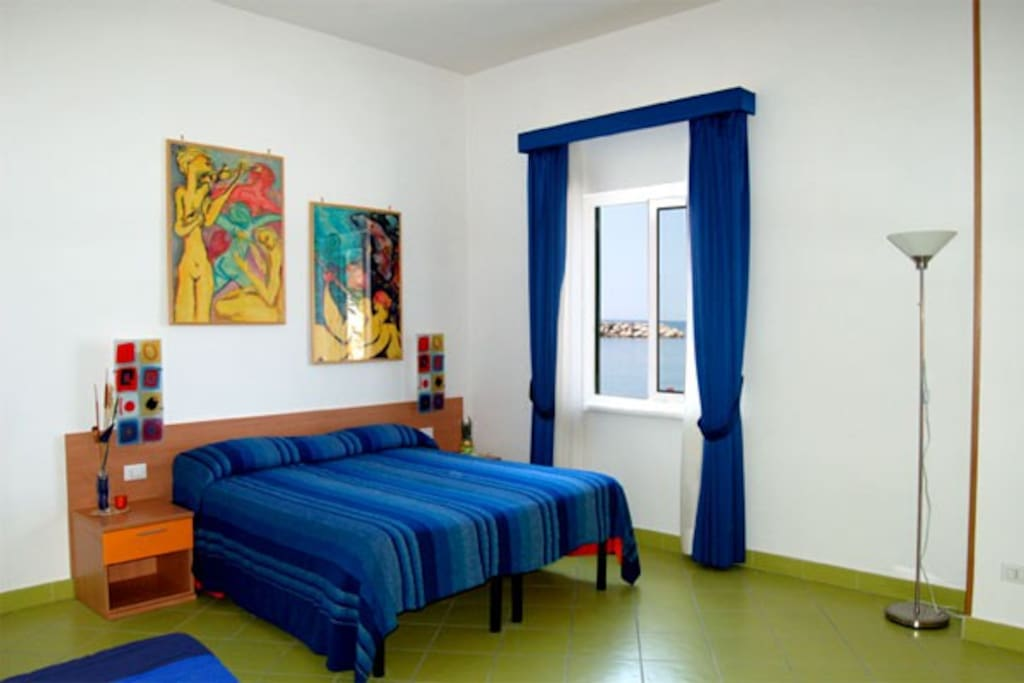 sleep on beach 4 orange room bed and breakfasts for rent in sorrento napoli italy. Black Bedroom Furniture Sets. Home Design Ideas