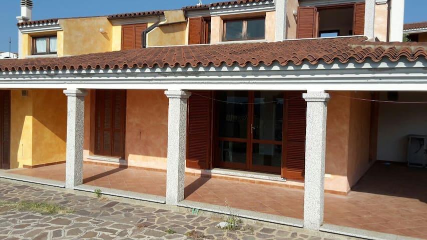 Trilo vista mare a Baia Sant'Anna - Baia Sant'Anna - Appartement