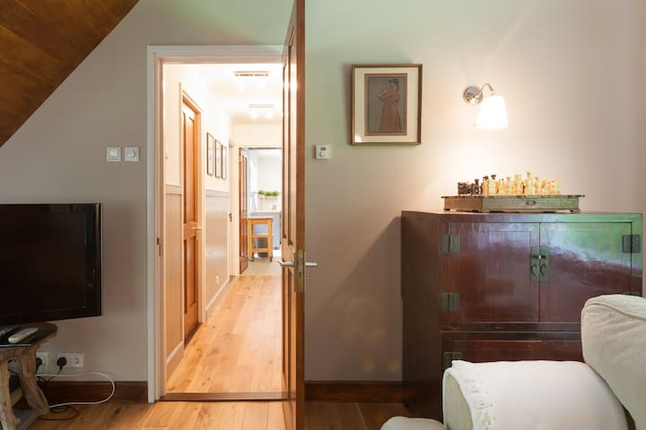 Hallway to  the kitchen with both bedrooms on left