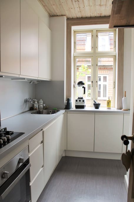 Kitchen is under 2 years old and has an oven, stove, fridge, dishwasher, powerful blender, kettle as well as all the common utensils, bowls, plates etc.