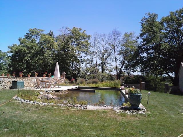 Chambre vue jardin - Saint-Benoît-du-Sault - Aamiaismajoitus