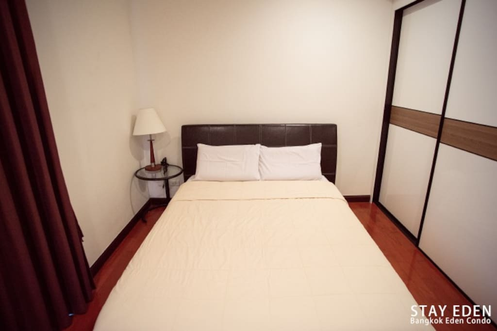1 separated bedroom with king size bed, lights, wardrobe, etc.