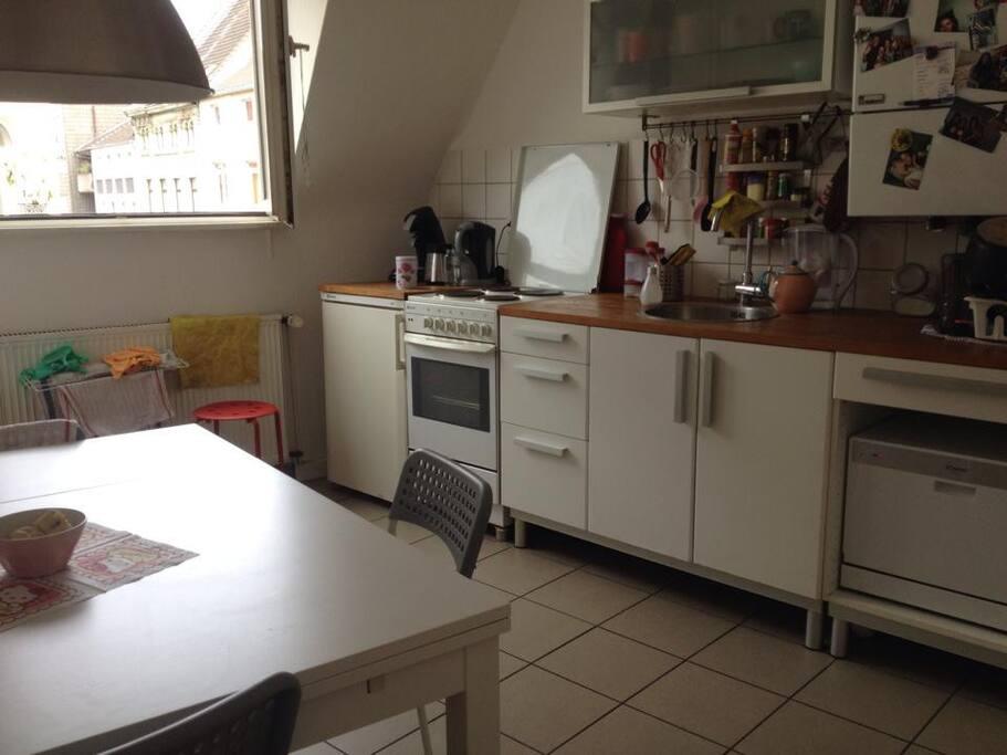 voll ausgestattete Küche zum Kochen und Entspannen