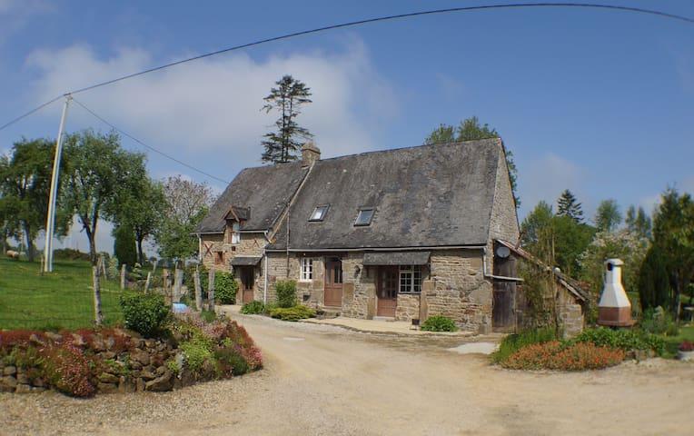 La Fosse - Carelles - Dům