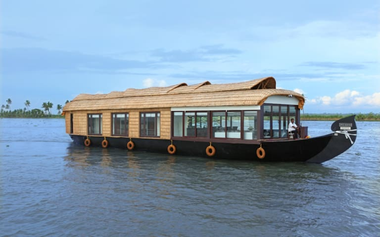 SPICE ROUTES LUXURY CRUISES - Alappuzha - Bot