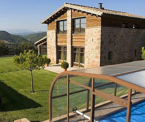 Casra rural, piscina privada, 4 habitaciones 8-12p - Cardona - House
