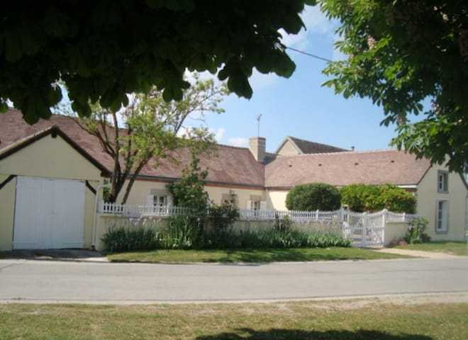 Suite privative de charme dans longère - Bougy-lez-Neuville - Pension