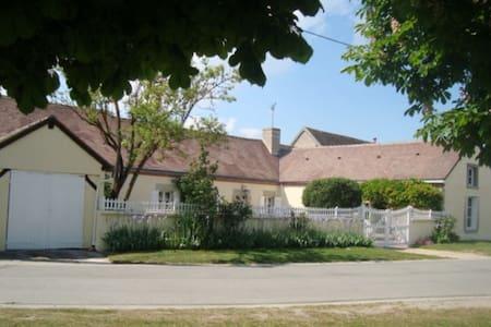 Suite privative de charme dans longère - Bougy-lez-Neuville - Gästehaus