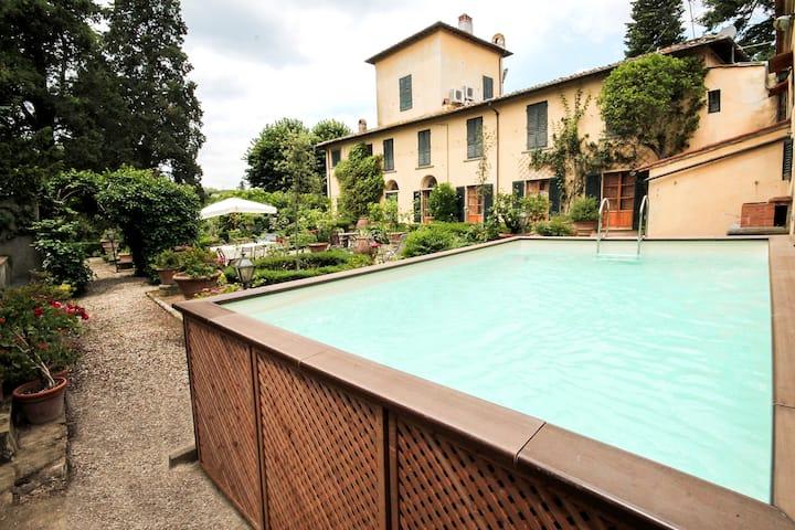 Villa up the Certosa hill of FLR