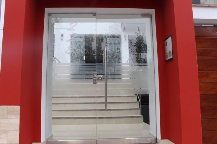 Departamento amoblado - San Isidro (hab. privada)