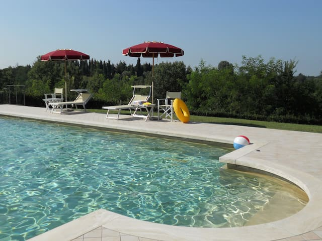 GF 1-bedroom Apartment with Pool and nice Garden - Fucecchio - Appartement