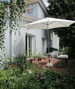 Hamburg idyllisch und stadtnah - ハンブルク - 一軒家