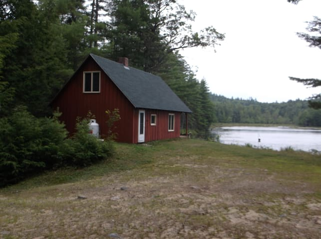 Off the Grid Cabin at Whitney Pond - Stoneham - Natur-Lodge