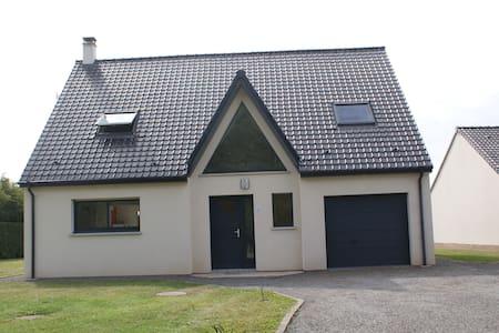 Maison spacieuse avec terrain - Dohem - 独立屋