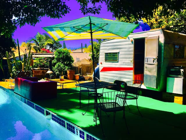 "Studio & ""Vintage Trailer"" with private pool"
